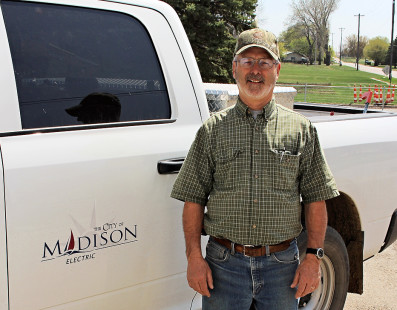 Long-time Madison electric superintendent retires